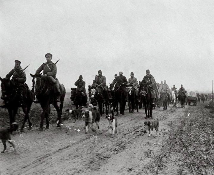 Плененият Явер паша, заедно със щаба си, препуска ескортиран от български конвой, 1912 г.